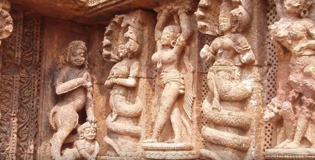 индийски храм с хора-змии