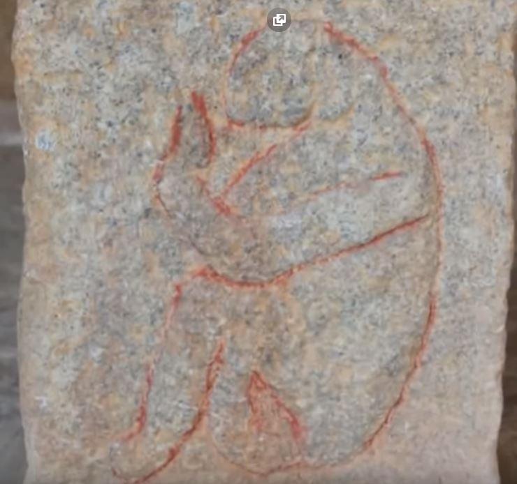 древен Бог Анунака в Индия храм