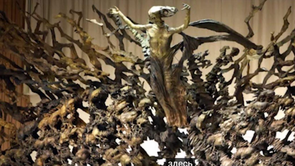 статуя на змей показва на кой трябва да се моли римския папа