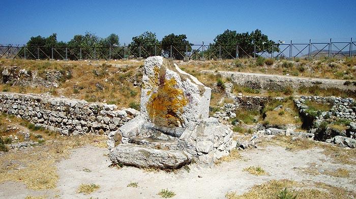 Олтарът пред храма от бронзовата епоха в Сихем
